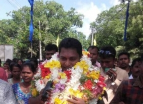 Rehabilitated LTTE cadres in tearful send-off for departing Commander