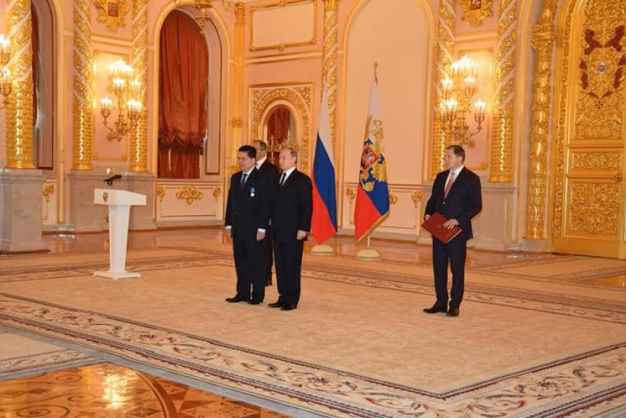 Ambassador Dr. Saman Weerasinghe presents Credentials to Russian President