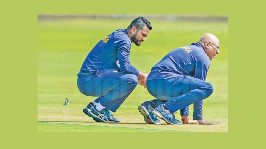 Smiling Sri Lankans seek series win