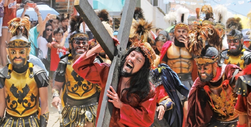 Easter religious fervour in Philippines