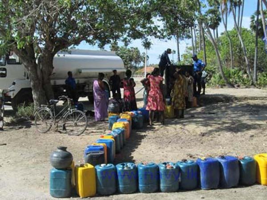 SL Navy distributes drinking water to drought affected on a daily basis