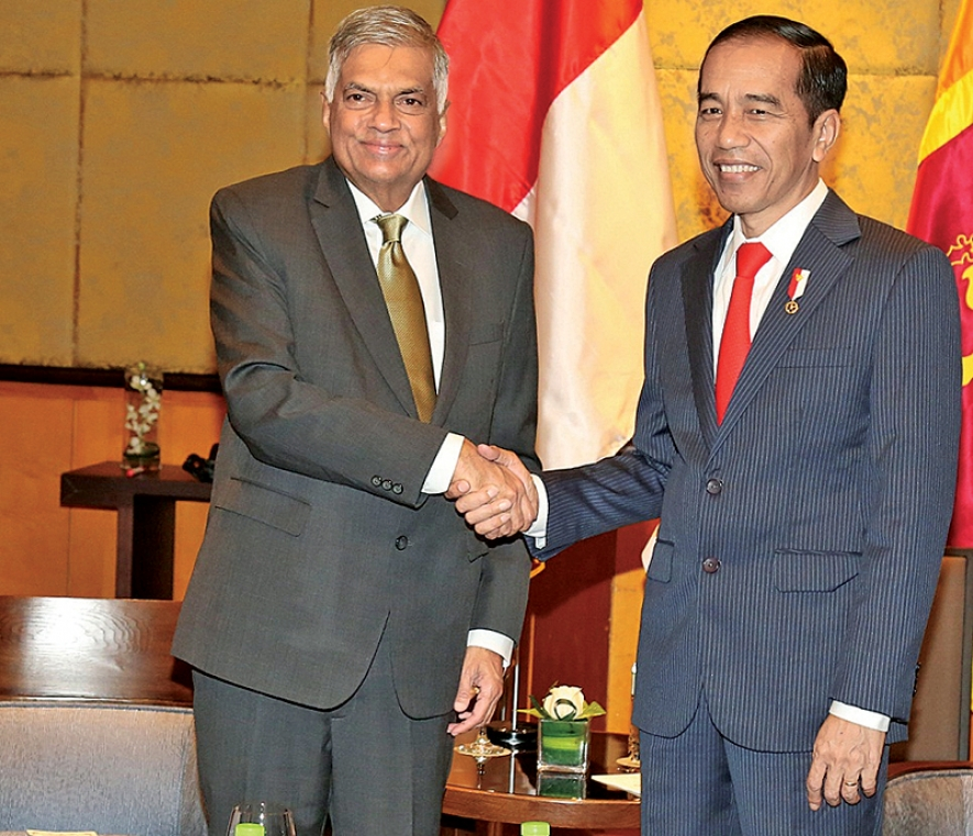 INDONESIA, LANKA TO STRENGTHEN NAVAL TIES
