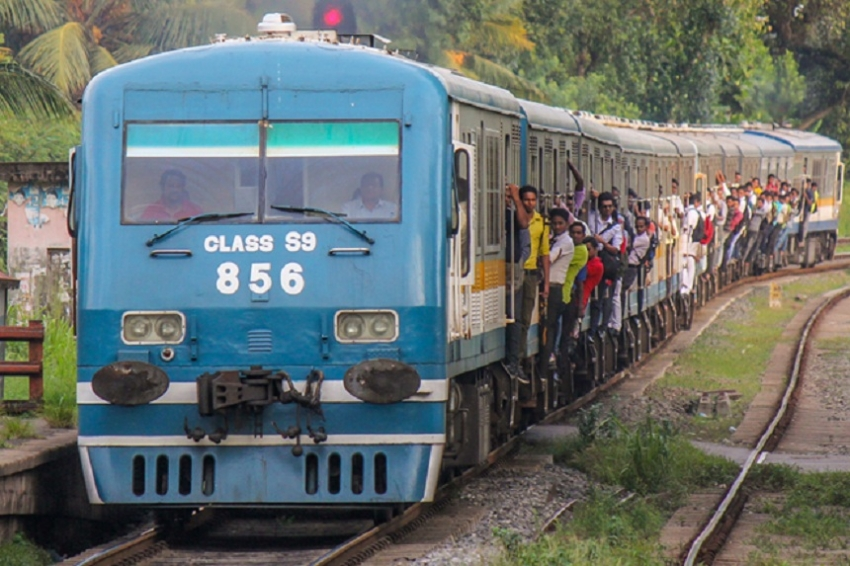 Train delay on coastal and Kelani Valley lines