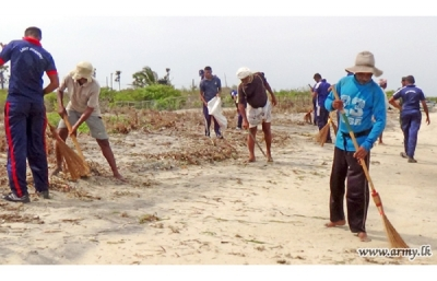 Troops Contribute to Coastal Clean-Up in Thewanpiddy