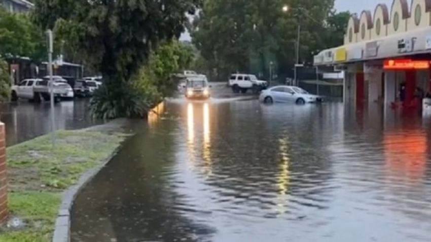 Australia floods: Fire-hit Australia faces 'dangerous' downpours