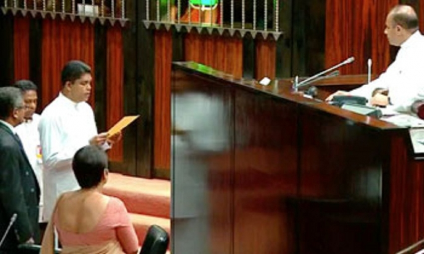 Shantha Bandara takes oaths as MP