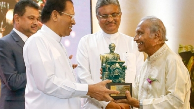 President presents awards to alumni of University of Sri Jayewardenepura