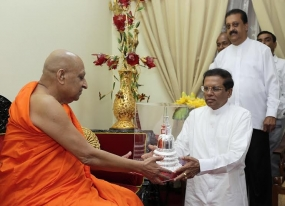 President Sirisena and Prime Minister call on Chief Prelates of  Malwatu-Asgiri Chapters