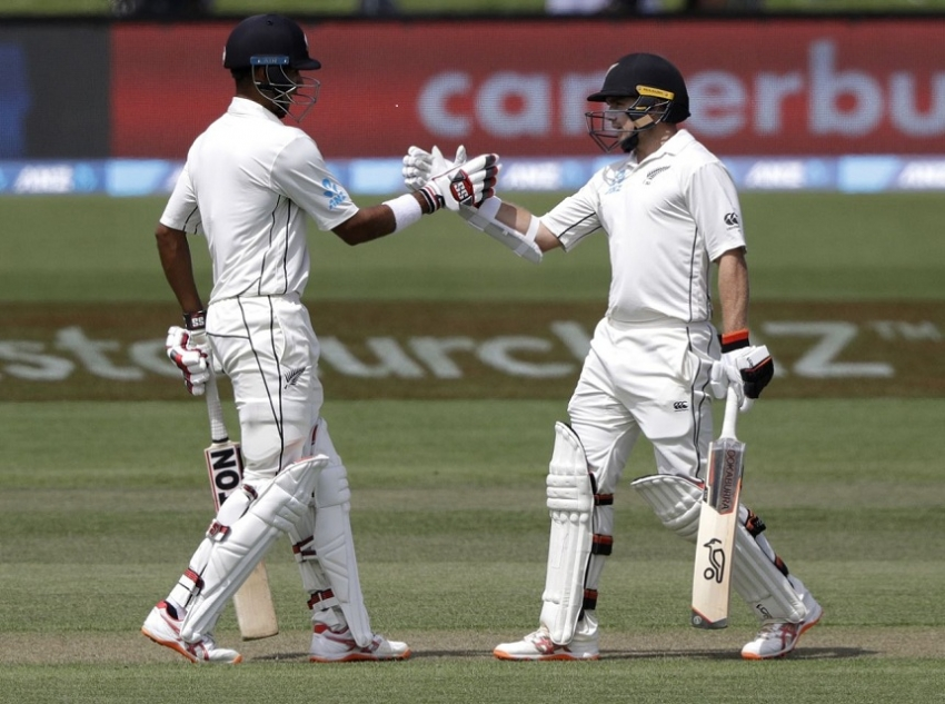 NZ leads Sri Lanka by 305 at stumps on day 2, 2nd test