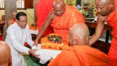 President attends ceremony to hand over Sannasa to Dammissara Thero