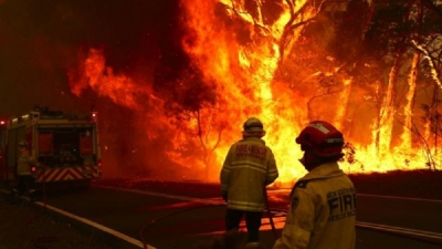 Australia fires worsen as every state hits 40C