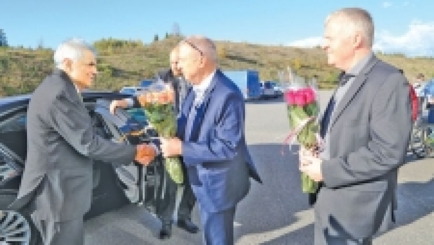 PM visits robotic warehouse in Norway