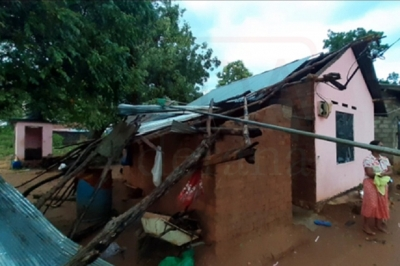 15 houses in Wellawaya damaged by gusty winds