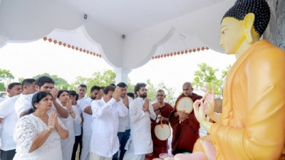 President engages in religious rituals at ancient Avukana Vihara